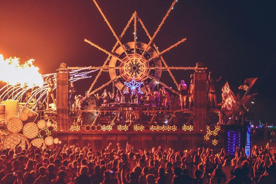 Mira La Presentación De WhoMadeWho En Burning Man 2019