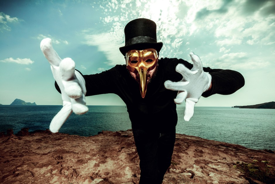 "Claptone Lanza Remix De ""Living On Video""de Trans-X"