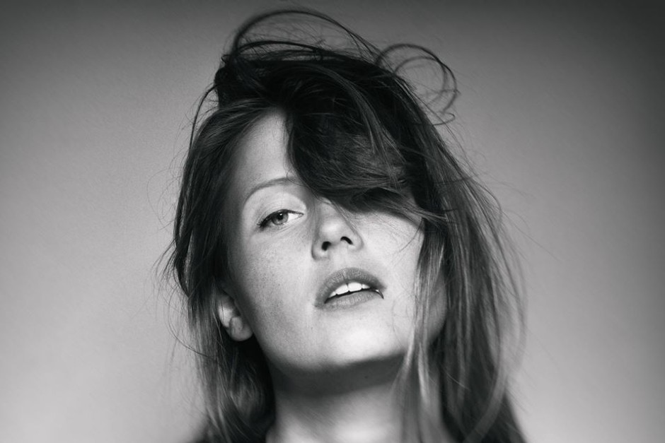 "Charlotte De Witte Publica Remixes Del Clásico ""Hold That Sucker Down"""