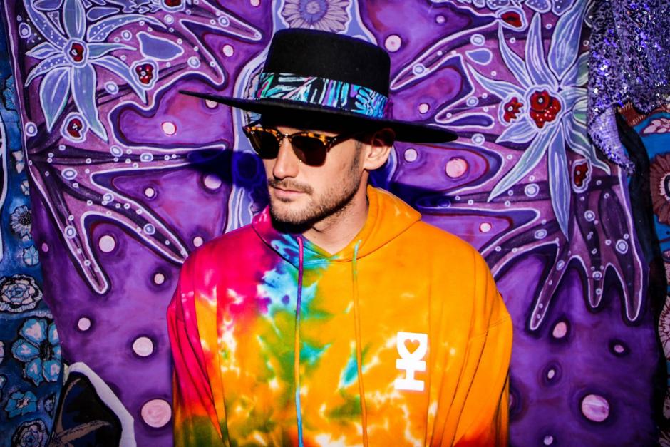"Mikey Lion Comparte Un Adelanto De Sus Disco Debut ""For The Love"""