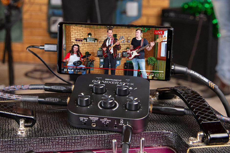 Roland Presenta Un Nuevo Mezclador Portátil Para Transmitir Desde El Teléfono