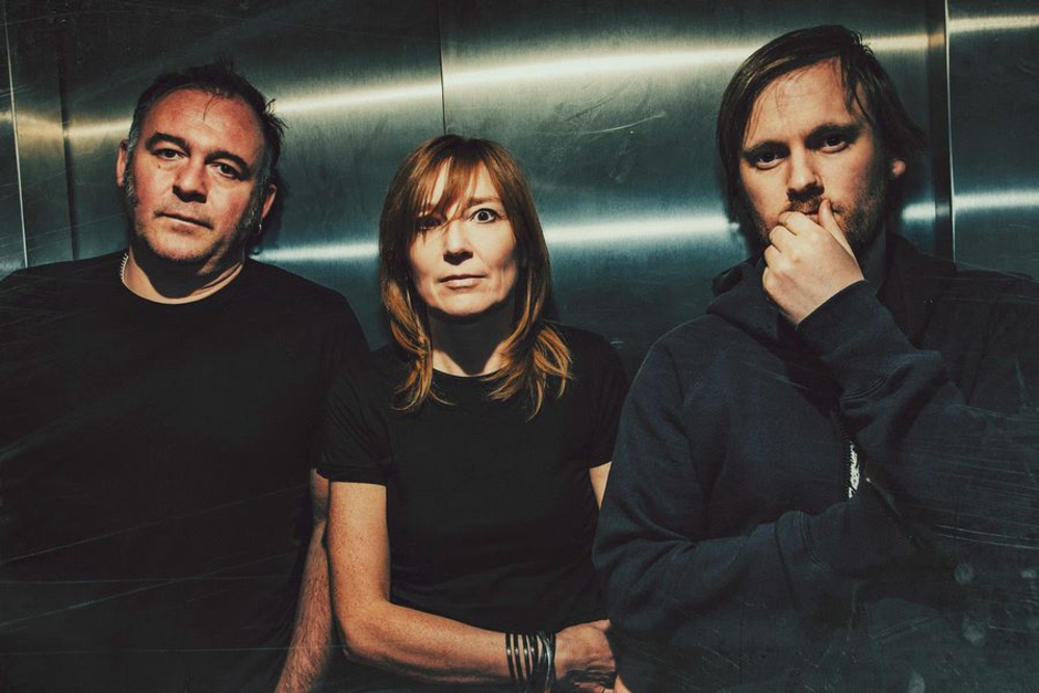 """Portishead Versiona El Clásico De ABBA """"SOS"""""""
