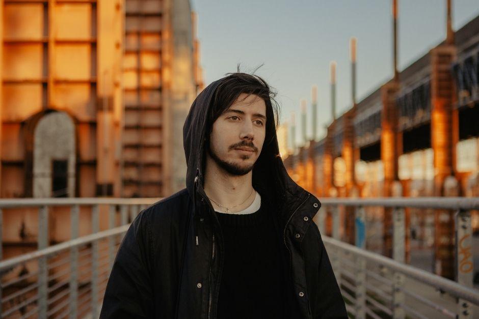 """Stèv continúa fusionando música y tecnología con """"Dismantle and Refine"""""""